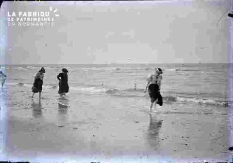 plage avec femmes