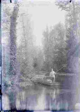 Rivière avec pêcheur
