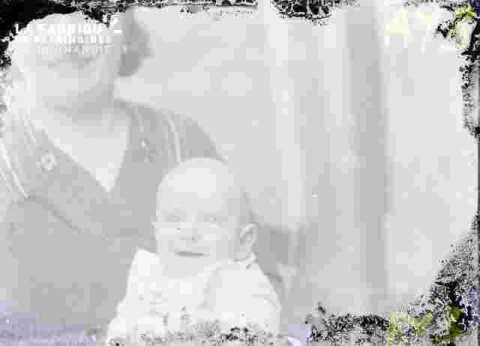 Jeune femme et bébé