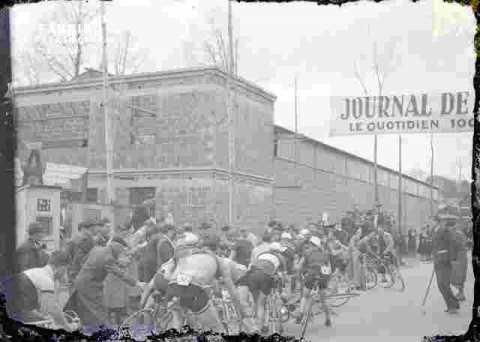 Cyclisme  Départ de course    (abimé)