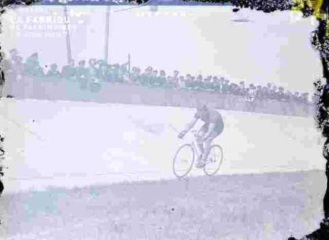 Cyclisme  En course              (abimé)