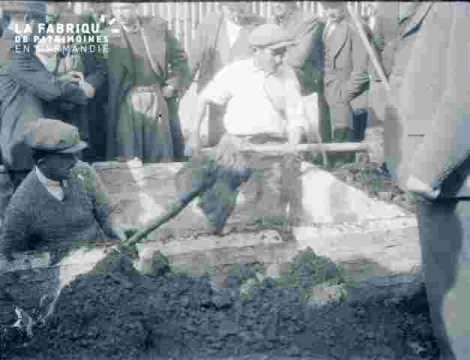 ouvriers qui creusent