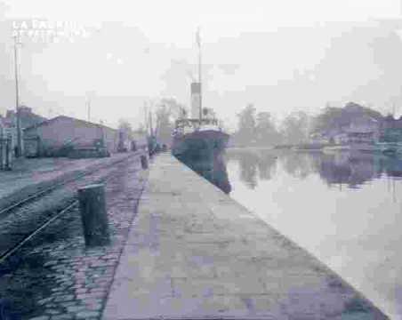 Bassin & Navire à quai