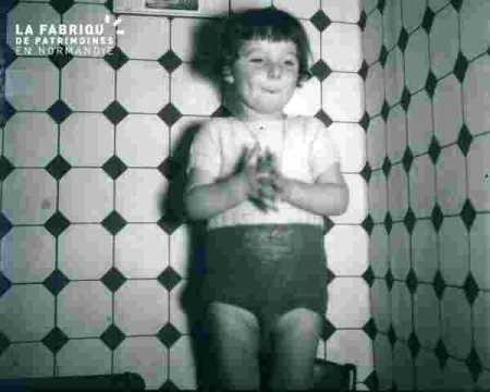 Alain dans la salle de bain