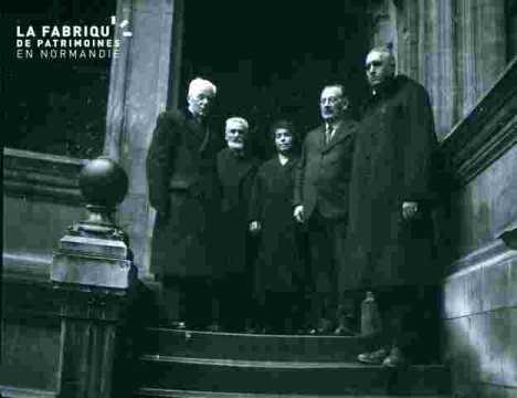 Groupe en haut d'un escalier