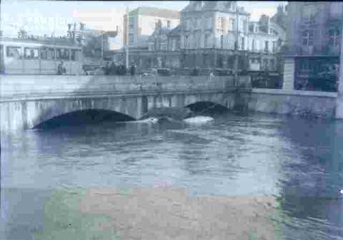 Inondation-Pont sur l'Orne.