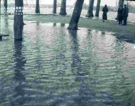 Inondation-L'eau sur le Grand Cours