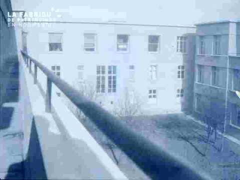 Cour entourée d'immeubles