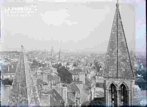 Caen vue avec clochers de Saint Sauveur