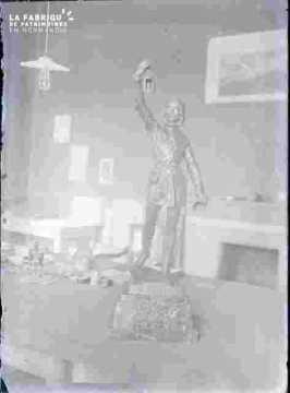 Trophée-Statuette -Le couvre-feu 1