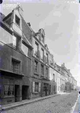 Rue Saint Martin N° 48-50, à droite