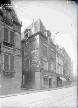 Rue  Saint Pierre-? Rue Vauquelin