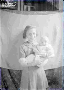 Femme jeune et bébé  (Marie-Louise et Alain ou Yves ?)