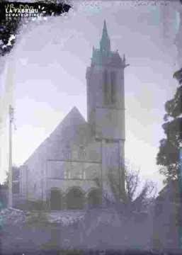 Saint Nicolas-Porche et arbustes