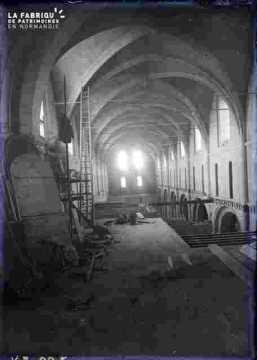 Saint Nicolas-Travaux à l'intérieur