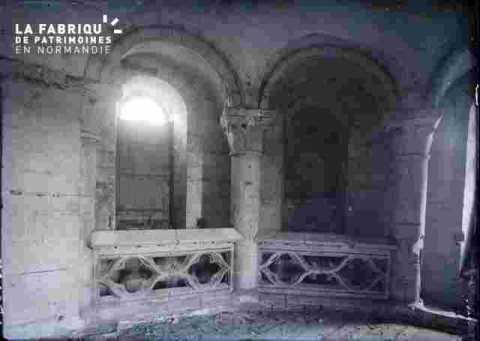 Saint Nicolas-Balustrade et arcs romans