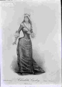 Ch Corday-en robe longue serrée