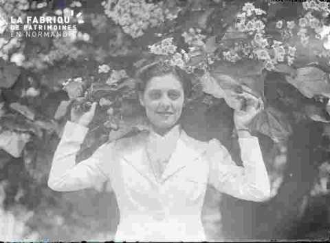 Jeune fille dans les fleurs