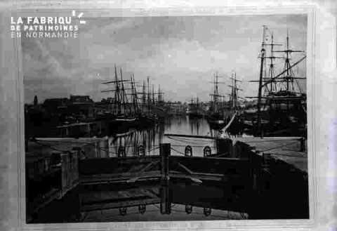 Le port-Ecluse sur l'Orne & bassin Saint Pierre