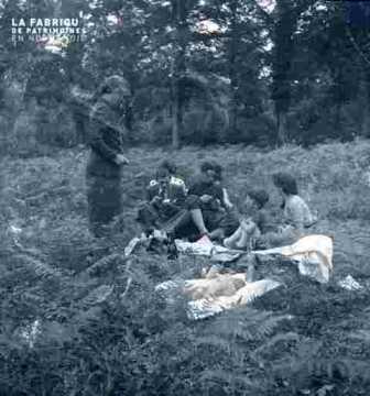 Charlotte et groupe familial en forêt