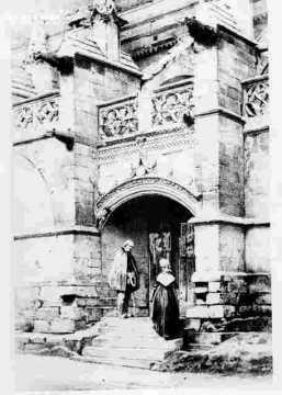 Saint Sauveur-Chapiteau et médaillon