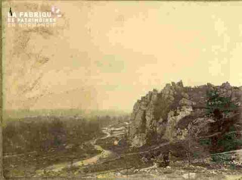 Cours d'eau et roches montagneuses