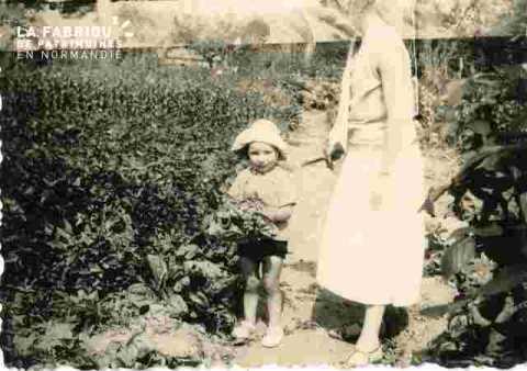 Alain  et Charlotte dans le jardin
