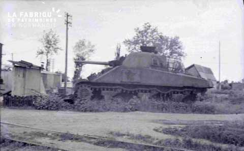 Orne, engin militaire allemand de type char de combat abandonné.