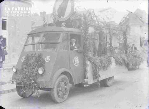 Argentan char fleuri SNCF place de l'Hotel de ville (syndicat des cheminots)