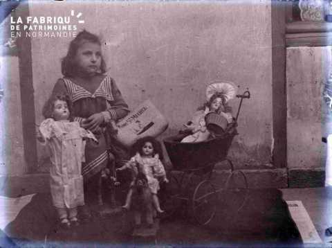 Argentan jeune fille avec poupées