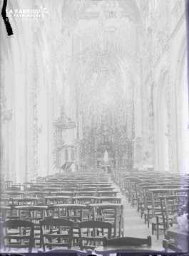 Argentan intérieur de l'église Saint Germain, lors de fête de Sainte-Thérèse