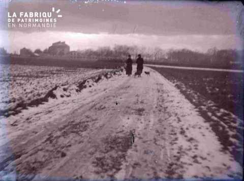 Argentan paysage sous la neige avec promeneurs