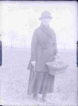Argentan femme avec panier