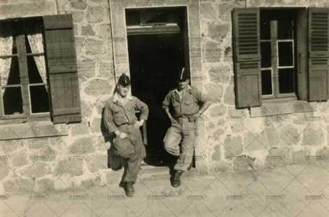 Portrait de deux soldats français en Algérie