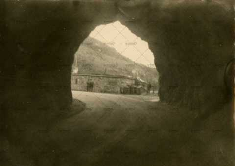 Tunelle sous une montagne