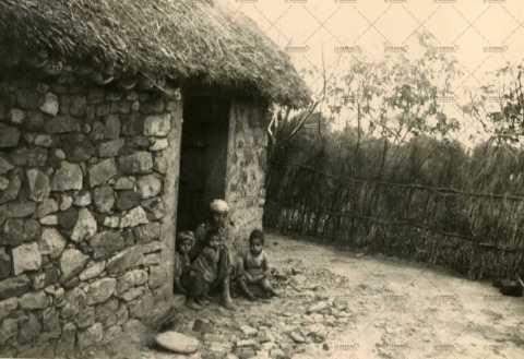 Femme algérienne et ses enfants