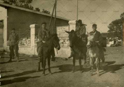 Hommes à cheval