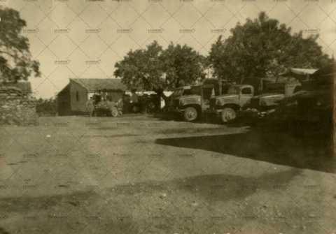 Camions et engins militaires