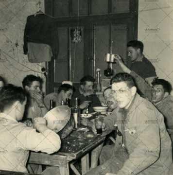 Soldats français, moment de convivialié