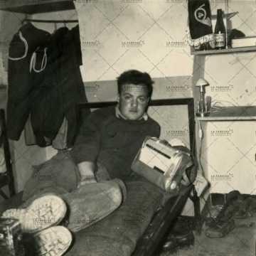 Soldat français dans sa chambre