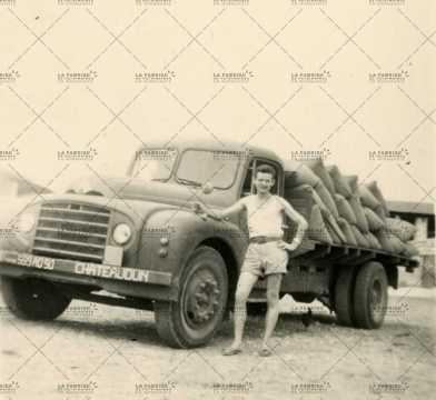 Camion avec sacs de ciment