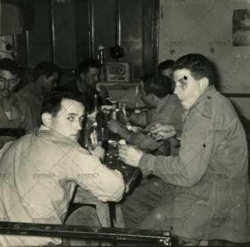 Soldats français au repos