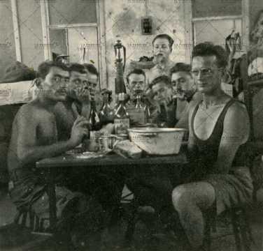 Repas entre soldats français
