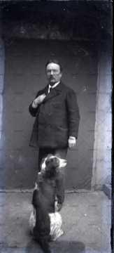 Portrait d'un homme au chien