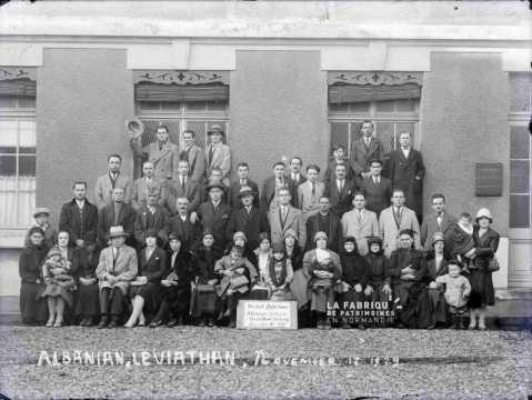 Photographie de groupe : Albanian, Léviathan, 12 novembre 1929
