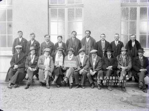 Photographie de groupes d'émigrants à Cherbourg