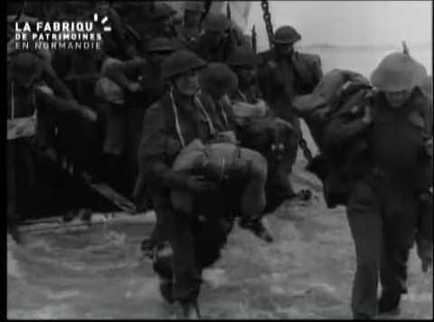 Soldats au milieu des ruines