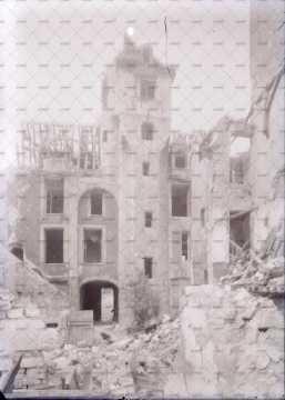 Caen en ruines, Maison des Quatrans