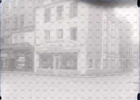 Caen, commerces (Angle rue Saint-Pierre - rue Saint-Laurent)