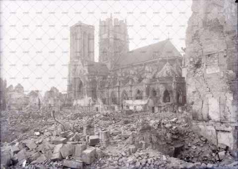 Caen en ruines, rue des Carmes